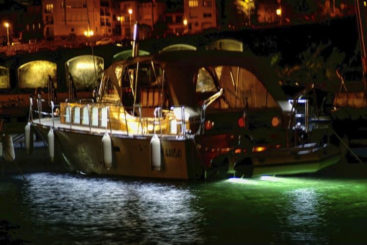 location bateau éclairages sous-marin