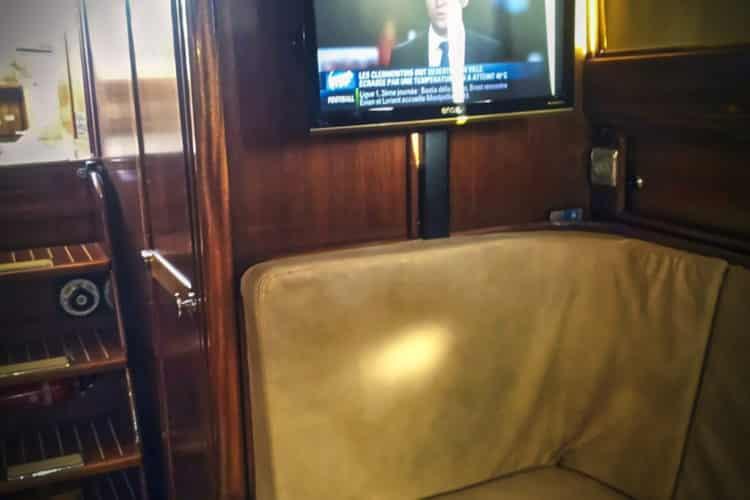 Bateau à la location avec TV