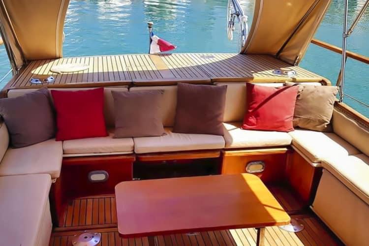 Salon extérieur du bateau