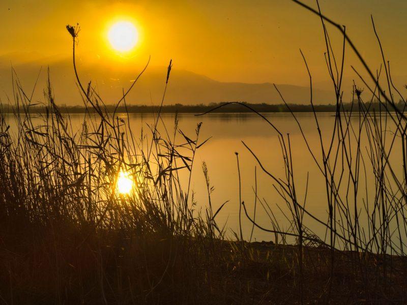 Couché de soleil sur l'étang de Canet en Roussillon