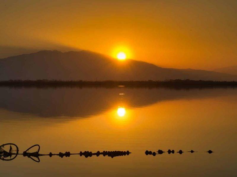 Couché du soleil sur l'étang de Canet en Roussillon et Mont Canigou