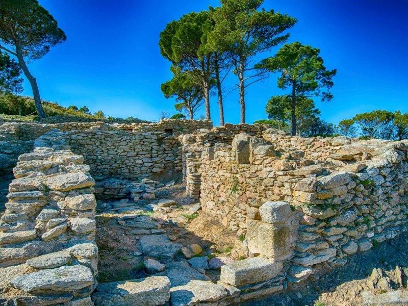 Ruines et village médiévale Catalan